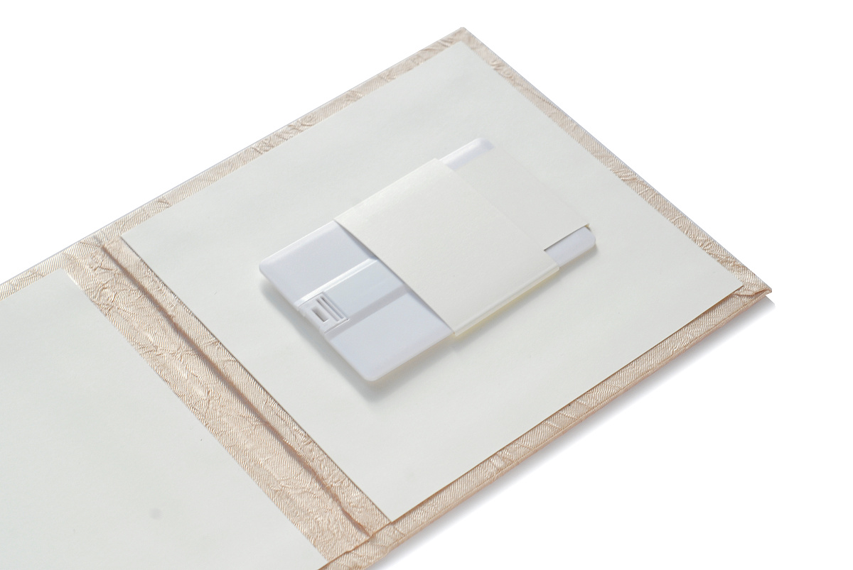 USB Flash Disk 8 GB v dárkovém boxu